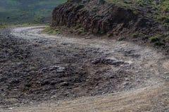 Suciedad de enrrollamiento, camino rocoso foto de archivo libre de regalías