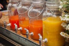 Suco brilhante dos frutos diferentes nos frascos de vidro Imagem de Stock Royalty Free