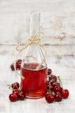 Suco da cereja em uma garrafa fotos de stock royalty free