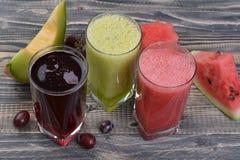 Suco da melancia, do melão e de uva fotografia de stock royalty free