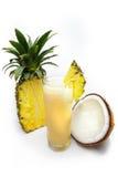 Suco de abacaxi com água do coco Imagens de Stock Royalty Free