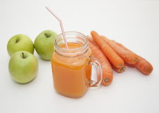 Suco de cenoura com maçãs Foto de Stock Royalty Free