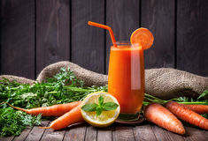 Suco de cenoura fresco Imagem de Stock Royalty Free