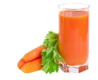 Suco de cenoura fresco com folhas do aipo Fotografia de Stock
