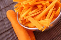 Suco de cenoura fresco isolado Imagens de Stock