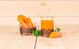 Suco de cenoura saboroso fresco Imagem de Stock Royalty Free
