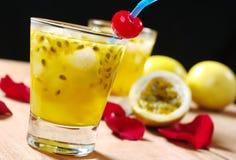 Suco de fruta da paixão imagem de stock