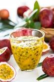 Suco de fruta da paixão fotografia de stock