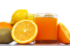 Suco de fruto com grupo de frutos frescos Imagem de Stock
