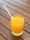 Suco de laranja em um vidro Fotos de Stock Royalty Free