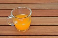 Suco de laranja na tabela Foto de Stock