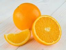 Suco de laranja no vidro no fundo de madeira Foto de Stock Royalty Free