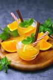 Suco de laranja orgânico fresco foto de stock royalty free