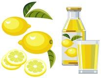 Suco de limão com frasco, vidro e limões Fotografia de Stock Royalty Free