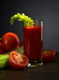 Suco de tomate com varas de aipo Fotografia de Stock Royalty Free