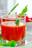 Suco de tomate fresco com aipo Fotografia de Stock Royalty Free