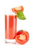 Suco de tomate fresco com folha da manjericão Fotos de Stock