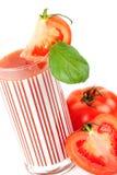 Suco de tomate fresco com manjericão Imagens de Stock