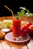 Suco de tomate na tabela Fotografia de Stock