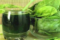 Suco dos espinafres e espinafres Fotografia de Stock