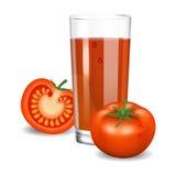 Suco dos tomates Suco de tomate vermelho no vidro Bebida vegetal natural Fotos de Stock Royalty Free