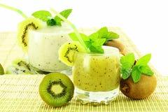 Suco e milk shake frescos de fruto do quivi Foto de Stock
