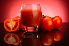 Suco e vegetais de tomate Fotos de Stock Royalty Free