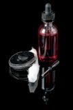 Suco eletrônico do cigarro com feltro de lubrificação, chave de fenda e bobina do algodão Fotos de Stock
