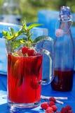 Suco fresco da framboesa com hortelã e limão Fotos de Stock