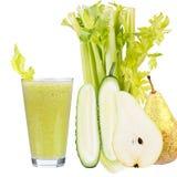 Suco fresco do pepino, da pera e do aipo Fatias de frutas e legumes Imagem de Stock Royalty Free