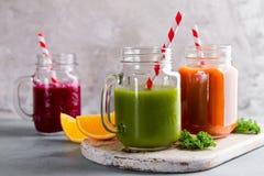 Suco fresco no frasco para a desintoxicação ou o estilo de vida saudável Imagem de Stock Royalty Free