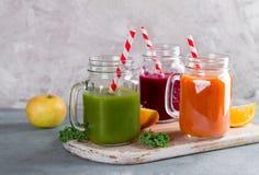 Suco fresco no frasco para a desintoxicação ou o estilo de vida saudável Fotografia de Stock