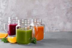 Suco fresco no frasco para a desintoxicação ou o estilo de vida saudável Imagens de Stock