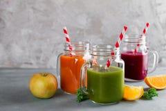 Suco fresco no frasco para a desintoxicação ou o estilo de vida saudável Imagem de Stock