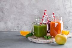 Suco fresco no frasco para a desintoxicação ou o estilo de vida saudável Foto de Stock Royalty Free