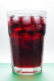 Suco frio da cereja com cubos de gelo Imagem de Stock