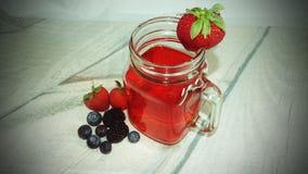 Suco misturado da baga em um frasco de vidro Foto de Stock Royalty Free
