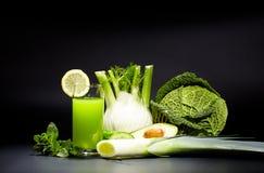 Sucos vegetais saudáveis para o rafrescamento e como um antioxidante Foto de Stock