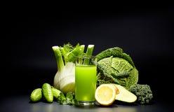 Sucos vegetais saudáveis para o rafrescamento e como um antioxidante Fotos de Stock