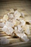 Sucre blanc de roche sur le tapis Image libre de droits
