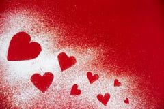 Sucre en poudre dispersé sous forme de coeur Image libre de droits