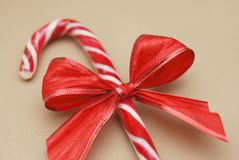 Sucrerie Cane Striped Christmas Background Close d'isolement sur un fond neutre Photos stock