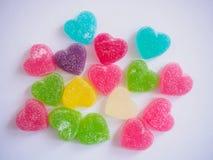 Sucrerie colorée de coeurs sur le blanc Photo stock