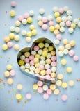 Sucrerie colorée de sucre doux de fond d'amour Photographie stock
