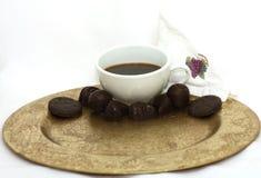 Sucrerie de chocolat de café sur le blanc Photographie stock libre de droits