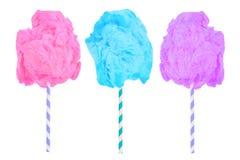 Sucrerie de coton dans des couleurs roses, bleues et pourpres d'isolement sur le blanc Images stock