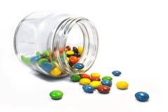 Sucrerie de couleur dans la bouteille en verre claire de pot Images stock