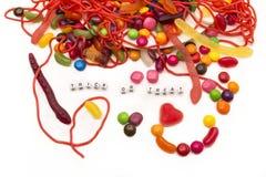 Sucrerie de des bonbons ou un sort se renversant sur le fond blanc image libre de droits
