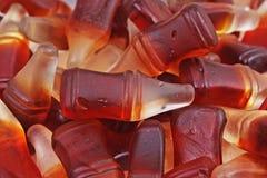 Sucrerie de gomme de kola Casse-croûte doux aromatisé par kola gommeux de sucrerie Bonbons formés par bouteille à kola Photo stock
