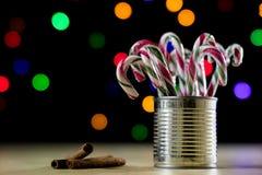 Sucrerie douce de Noël sous forme de bâton Sucreries de Noël photographie stock libre de droits